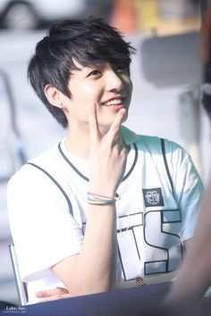 BTS Jungkook He looks like a ray of sunshine! Jungkook Jeon, Maknae Of Bts, Kookie Bts, Jungkook Oppa, Kim Namjoon, Kim Taehyung, Foto Jungkook, Bts Bangtan Boy, Seokjin