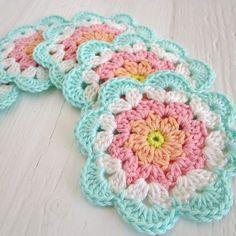 Transcendent Crochet a Solid Granny Square Ideas. Inconceivable Crochet a Solid Granny Square Ideas. Crochet Diy, Mandala Au Crochet, Crochet Motifs, Crochet Dishcloths, Crochet Flower Patterns, Crochet Squares, Crochet Crafts, Crochet Doilies, Crochet Flowers