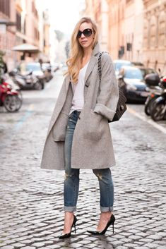 slouchy gray oversized coat with white tee and boyfriend jeans, boyfriend jeans and pumps outfit, gray cocoon coat outfit with distressed denim