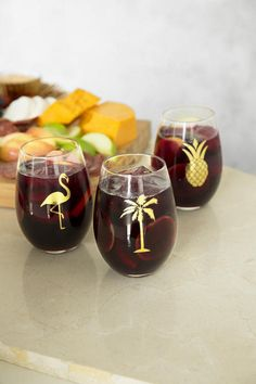 Relax on your patio or by the pool with the Gold Palm Tree Stemless Wine Glass!