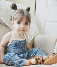 Kleinkind-Frisur – hair style – Toddler hairstyle – hair style – pink hair clip, pink flowBaby and Toddler Girl Hairstyle Baby Girl Haircuts, Baby Haircut, Little Girl Hairstyles, Toddler Haircut Girl, Toddler Bangs, Girl Toddler, Hairstyle For Baby Girl, Kid Hairstyles, Simple Hairstyles