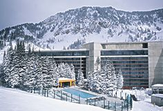 Cliff Lodge and Spa Snowbird (Utah) Offering ski-to-door access, this Snowbird, Utah hotel features a roof top outdoor swimming pool, hot tub and three restaurants onsite. Free Wi-Fi is provided in all accommodations. Snowbird Resort, Snowbird Utah, Salt Lake City Hotels, Great Places, Places Ive Been, Outdoor Swimming Pool, Image House, Resort Spa, Lodges