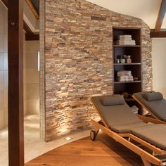 Privater Wellnessbereich im Dachgeschoss : Mediterraner Spa von stonewater Private wellness area on the top floor: Mediterranean spa by stonewater Spa Design, House Design, Home Spa Room, Spa Rooms, Jacuzzi, Attic Master Suite, Sauna Room, Tiny Apartments, Wellness Spa