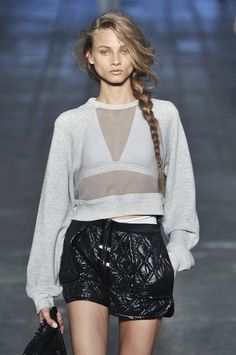 This catwalk outfit of Alexander Wang SS 10 Sports Fashion Activewear looks very pretty, but kind of wondering whether it is comfortable during a work-out. #Fitgirlcode