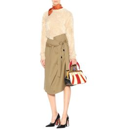 Marni infuses the classic long-sleeved sweater with '80s vibes with this fuzzy design in a beige shade. The style features a relaxed fit, a close-cut neckline and long sleeves. Work yours with a printed skirt from the brand #promotion