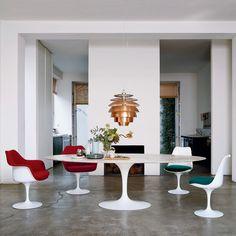 Drop dead gorgeous: Knoll Saarinen Tulip Chiars surround an Saarinen Oval Dining Table.