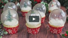 Learn to make these amazing snow globe cupcakes! The glass is made out of gelatin, so theyre completely edible! For more info and the full recipe,… Christmas Deserts, Christmas Cake Decorations, Christmas Goodies, Christmas Baking, Christmas Time, Snow Globe Cupcakes, Globe Cake, Christmas Sugar Cookies, Christmas Cupcakes