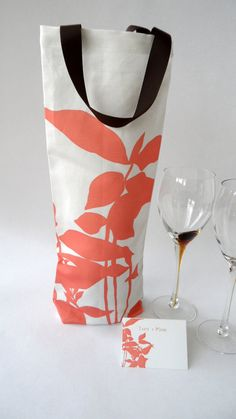 Personalized wine bag favor