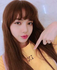 Lisa and Blackpink Kim Jennie, Kpop Girl Groups, Korean Girl Groups, Kpop Girls, Black Pink ジス, Lisa Blackpink Wallpaper, Kim Jisoo, Blackpink Photos, Girl Celebrities