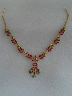 With matching kempu earrings Ruby Necklace Designs, Jewelry Design Earrings, Gold Jewellery Design, Gold Necklace Simple, Gold Jewelry Simple, Light Weight Gold Jewellery, Gold Ruby Necklace, Jewelery, Hennas