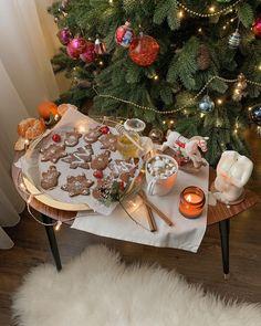 Christmas Mood, Xmas, Christmas Stuff, Beautiful Christmas Trees, Autumn Aesthetic, Christmas Decorations, Table Decorations, Tis The Season, Aesthetic Pictures