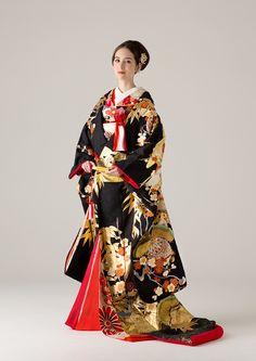 着物 | Kimono | 世界中の旬でリアルなトレンドを発信するウェディングドレスのセレクトショップ。海外セレブご用達のデザイナーの日本初上陸ブランドやバリュエーション豊富なオリジナルカラードレスも人気。ウェディングドレスのレンタルはオーセンティック銀座で。 Yukata Kimono, Kimono Dress, Traditional Japanese Kimono, Traditional Dresses, Wedding Kimono, Wedding Dress, Japan Outfit, Japanese Costume, Dress Attire