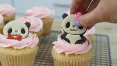 These Panda Cupcakes are so fun to make, and would be a great treat for any kawaii-lover! Savory Cupcakes, Yummy Cupcakes, Dessert Simple, Yummy Treats, Sweet Treats, Yummy Food, Mini Cakes, Cupcake Cakes, Cupcake Recipes
