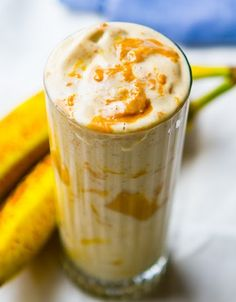 PB & Banana Protein Shake 1 Scoop peanut butter whey (vanilla tastes good too!) 1 Cup unsweetened vanilla almond milk banana 1 Tablespoon natural peanut butter ice cubes Blend and enjoy! just made this as a post workout snack… Protein Shakes, High Protein Smoothies, Protein Shake Recipes, Healthy Shakes, Healthy Drinks, Healthy Protein, Fruit Smoothies, Eating Healthy, Pineapple Smoothies