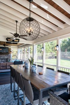 This homeowners' goal was to replace their Brentwood, TN, screened porch. They wanted a new design, inside and out, so they called on The Porch Company. Screened Porch Decorating, Screened Porch Designs, Screened Porches, Screened In Deck, Front Porch, Back Yard Porch, Screened Porch Furniture, Back Porch Designs, Enclosed Porches
