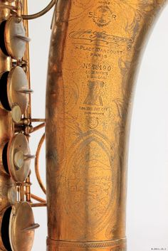 Henri Selmer, Série SSS, Super Sax Selmer, one of the first modern saxophones, 1932-35. Gold plated brass. Paris. Musée de la musique, Photo: Thierry Maniguet. Coleman Hawkins played this model at the salle Pleyel in 1935, accompanied by Django Reinhardt, Stephane Grappelli & musicians of Hot Club of France.