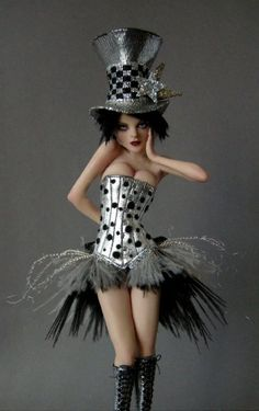 nicole west - her dolls are amazingly detailed, wow