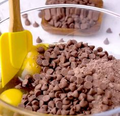 Learn how to make brownies from cake mix. All you need is just 5 ingredients and 5 minutes to throw together these delicious cake mix brownies! Brownie Recipes, Cupcake Recipes, Dessert Recipes, Bar Recipes, Cake Mix Brownies, Best Cake Mix, Cake Mix Desserts, Chocolate Cake Mixes, Cooking Recipes