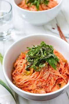 Kimchi Bibim Guksu (Spicy Cold Noodles with Kimchi) Korean Bapsang - Reis rezepte Potluck Recipes, Side Dish Recipes, Asian Recipes, Cooking Recipes, Ethnic Recipes, Asian Desserts, Asian Foods, Dinner Recipes, Korean Dishes