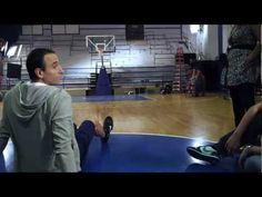 Tiro impresionante de Manu Ginobili durante la filmación del Comercial de Gillette - YouTube