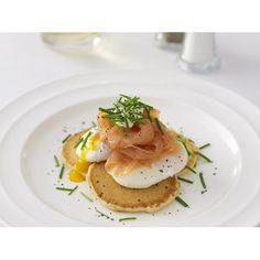 Poached eggs and smoked salmon on blini recipe | Food To Love
