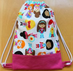 Mochila súper heroínas de funkypatch. Baby Sewing Projects, Sewing For Kids, Sewing Crafts, Mochila Tutorial, Owl Quilt Pattern, Birthday Gift Bags, Potli Bags, Backpack Pattern, Diy Tote Bag