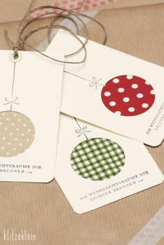 gift tags or christmas cards with fabric scraps Christmas Cards To Make, Noel Christmas, Christmas Gift Wrapping, Homemade Christmas, Christmas Ornament, Christmas Projects, Holiday Crafts, Holiday Fun, Festive