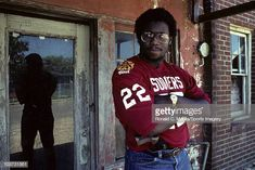 Marcus Dupree of the Oklahoma Sooners at home in June 1983 in Philadelphia Mississippi Oklahoma Sooners Football, Ou Football, College Football, Gemini Celebrities, Famous Celebrities, Marcus Dupree, Barry Switzer, Canfield Ohio, Most Popular People