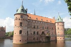 This city looks interesting. Castle Ruins, Medieval Castle, Denmark Tourism, Castle Pictures, Beautiful Streets, Europe, Historical Sites, Night Life, Barcelona Cathedral