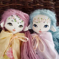 LittleFairyForest Doll Studio sur Instagram : This golden eyed girl and her Spring Bearer sister are still in the shop. I made a close-up on their faces, maybe someone falls in love