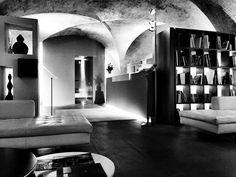 In da location.  #shooting #parri #design in #spa #museum #Assisi #marcelloziliani #artdirector #zup #graphicdesign #interior #bw #blackandwhite #cool #love #swag #location