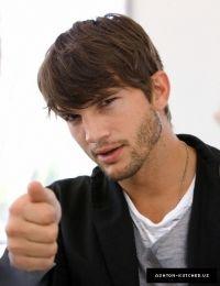 Ashton Kutcher, another classically beautiful man!