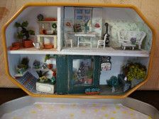 miniature house in 1/144 scale built in a box of candies, metal in this little box, I reproduce a flower shop, a small laboratory, and a room where you can relax when the store is closed.  metal box 9.5 cm x 6 cm metal box inch 3,74 x inch 2,36 the box can be closed  for the amount of objects , and the attention to detail this home is suitable for collectors  if you want to see more pictures, visit my blog http://bagusitaly.blogspot.com  Not suitable for children under the age of 12 years