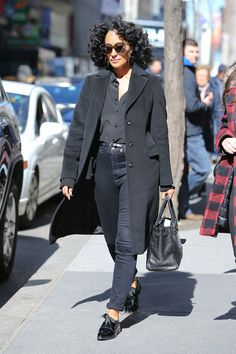 Tracee Ellis Ross Street Style - Icon People - Ideas of Icon People - Tracee Ellis Ross Street Style Fashion Mode, Look Fashion, Fashion Outfits, Fashion Vest, Fashion Stores, Petite Fashion, Black Women Fashion, Womens Fashion, Black Women Style