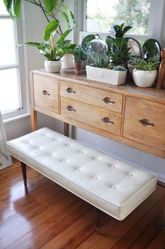 mid-century-modern-bench for additional seating in living room by @sfgirlbybay / victoria smith