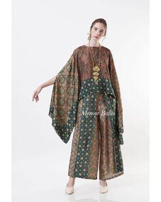 Kaftan Batik, Kulot Batik, Batik Kebaya, Batik Dress, Muslim Fashion, Hijab Fashion, Fashion Dresses, Dress Batik Kombinasi, Kebaya Modern Dress