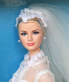 Grace Kelly ~ Mattel did a wonderful job on the face sculpt for this doll ...