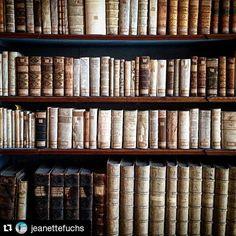 #Repost @jeanettefuchs #insiderei ・・・ Ich liebe #alte #Bücher - 54.000 stehen in der #Bibliothek in #Neuburg an der #Donau | #JungeDonau #old #books #bavaria #germany #history #mustsee #sightseeing #danube #travelwithme #instapic #picoftheday #fromwhereistand #seewhatisee