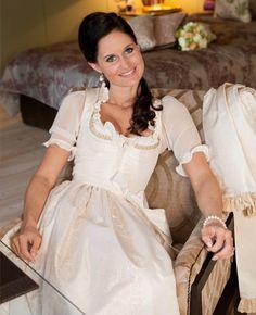 Glamour Lingerie, German Wedding, Make Up Braut, Medieval Dress, Glamorous Wedding, The Dress, Traditional Dresses, Flower Girl Dresses, Bride