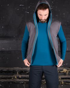 Trying on the perfect men vest - high collar, detachable hood, great fit and cool print Yoga Mode, Streetwear, High Collar, Perfect Man, Wetsuit, Vest, Fitness, Swimwear, Jackets