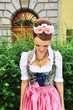 Want to know how this Oktoberfest-Hairstyle works? Find out about it on our website! (picture: © Claudia Herold)