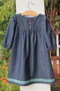 There are so many kids' clothing patterns out there. I mean so, so, so many. I get dizzy just thinking about it, so I usually just stick with the ones I know and trust - Oliver + S, Made by Rae, Ma...