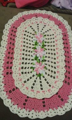 Crochet Doilies, Crochet Top, Christmas Table Decorations, Crochet Projects, Rugs, How To Make, Crochet Carpet, Pink Rug, Doilies Crochet