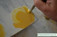 A simple step by step on how to paint a rose. Clear and easy to follow, you will be painting beautiful roses in no time.