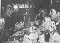 偉人たちの最後に撮られた写真 キース・ジョン・ムーン(Keith John Moon, 1946年8月23日 - 1978年9月7日)は、イギリスのミュージシャン。ザ・フーのドラマーであったことで知られる。 ロック史上屈指の名ドラマーであり、非常に個性的なプレイスタイルとキャラクターの持ち主であった。同時代及び後進の数多のドラマーに多大な影響を与えており、ファンのみならずミュージシャンからの評価も高い。特筆すべきは概ねハイハットを使用しない事である。