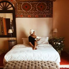 Sleeping is good and books are better 🐒. Moroccan Interiors, Vintage Textiles, Boho, Relax, Sleep, Instagram, Inspiration, Furniture, Heaven