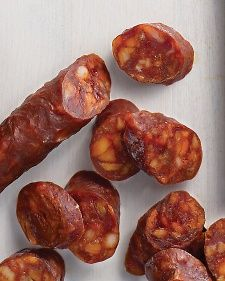 What It IsDried chorizo is an intensely seasoned, hard Spanish pork sausage (not to be confused with Mexican fresh chorizo). It's flavored with pimenton (smoked Homemade Sausage Recipes, Chorizo Recipes, Meat Recipes, Mexican Food Recipes, Cooking Recipes, Home Made Sausage, Chorizo Sausage, Chorizo Salad, Chorizo Soup