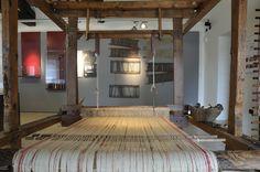 Una sezione del Museo Etnografico del Friuli è dedicata a filatura e tessitura. Dalla presentazione delle fibre vegetali ed animali si giunge alla loro lavorazione che inizia con la pettinatura, passa attraverso la filatura, quindi all'ottenimento di matassa e gomitolo, la tintura, la tessitura e infine le decorazioni su tessuto. Un ricco apparato di oggetti descrive le specifiche fasi e lavorazioni.