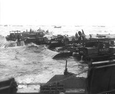 Photo pendant la tempête du 19 juin 1944. Dès le 19 juin 1944 une tempête sévit sur la Manche. Le port Mulberry A, dont la construction était la moins avancée, ne résistera pas aux vagues déferlantes. La destruction des caissons Phoenix était catastrophique. Plus de la moitié d'entre eux a été brisée par la tempête. Ce qui pouvait être sauvé fut récupéré pour le port d'Arromanches et le Mulberry des américains fut abandonné.