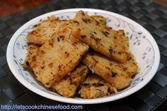CHINESE RECIPE : RADISH CAKE WITH PRESERVED MEAT  http://letscookchinesefood.com/turnip-cake-with-preserved-meat-%E8%87%98%E5%91%B3%E8%98%BF%E8%94%94%E7%B3%95/